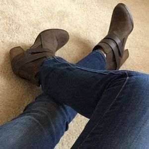 Crown vintage brown/ olive suede ankle boots 6.5